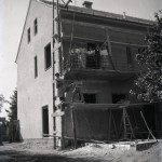 Motiv današnje zgrade župnog dvora tijekom i neposredno nakon izgradnje (iz zbirke fotografija Matije Vogrinčića